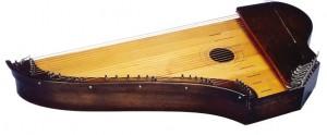 Paul Salmisen Ulla Katajavuorelle valmistama konserttikantele, II patentin mukaan, malli 3B nro 83. Kuva: Martti Puhakka