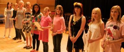 Sarja kansanmusiikki, 12-14-vuotiaat, pienyhtyeet palkintojen jako