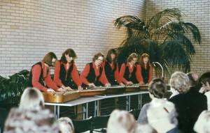 Esiintymisiä on ollut Annin kantele-yhtyeellä Petäjävedellä, ympäri Keski-Suomea ja mm. Kaustisella sekä jopa Japanin televisiossa. Kirkoissa ovat Annin Kanteleet soineet usein. Ohjelmistossa on kansanlauluja, hengellistä musiikkia ja Anni Marttisen sävellyksiä ja sanoituksia. Mukana on aina ollut myös laulu. Kanteleyhtyeen soittajilla oli kauniit itse suunnitellut ja tehdyt esiintymisasut.